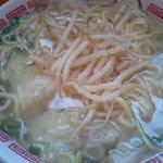 旺仔餃子 - ワンタン麺