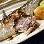 大八 - 「焼魚定食」さんまの腹を割って