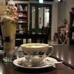カフェ エ クラフト ユエ - 抹茶パフェと抹茶ラテ