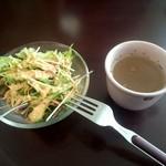 DARETO - サラダとスープ、これにパンorライスが付きます。