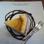 ライトハウスコーヒー - チーズケーキ 底のクッキー生地がいいアクセント(2013/10)