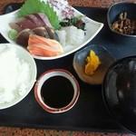 22216127 - お刺身とアラ汁¥800