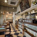 イタリアン 四谷マル - 開放感あふれる店内は落ち着いた雰囲気。普段使いにおすすめです