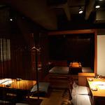 炭火道場 別邸 - 店内の照明は控えめに、大人の隠れ家的な雰囲気を演出しております。