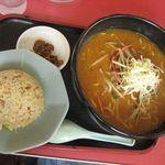 茨珍麺飯食堂 - ミソラーメンセット¥890(ここに餃子付)