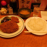 キッチン ジロー - ...「メンチかつ&カキフライ(990円)」、ご飯大盛り・タダ!