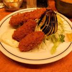 キッチン ジロー - ...「メンチかつ&カキフライ(990円)」、カキフライ・デカイ!