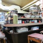 カレーコーナー三原 - カウンター席は昔ながら♪♪♪
