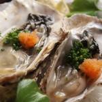 市場食堂 さかなや - 岩手・北海厚岸の『真牡蠣の食べ比べ!』