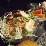 遊美塾 - 「モーニングセット」のウインナー付サラダ・柿・ゆで卵