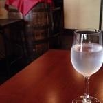 自然派ワインとアテ F - 水