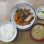 和か奈食堂 - 肉ごぼうカボチャ煮盛合定食(小盛ごはん) 650円