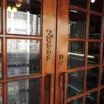 22229549 - ドアに木製の店名「つばめのこ」