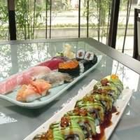鮨やまと - ドラゴンロール<手前>/寿司盛り合わせ(七種)<奥>