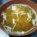 宇佐屋うどん - 味噌汁もホッとするお味。