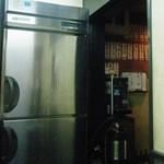 宇佐屋うどん - いつ頃の冷蔵庫だろう…。
