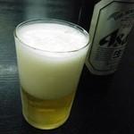 宇佐屋うどん - 当たり前のようにビールが在るのが嬉しいですな。
