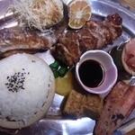 山賊茶屋 - アメゴ塩焼き、焼き鳥、ニジマス刺身、ニジマスの漬け焼きのランチセット