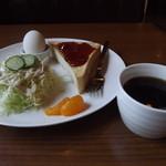 珈琲家 - 「ジャムトーストモーニングセット」ドリンクバー付で430円です。