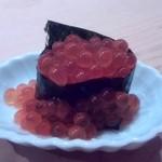 鮨 よし田 - イクラがこぼれてます。