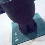 鮨 よし田 - お酒はこんな感じでいただきます。