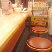 松屋-テーブル席のみの店内