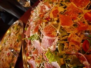 フランス家庭料理  グランダミ - 立食パーティーは、豪快かつ華やかなな大皿盛りで♪
