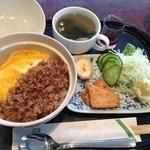 山越カフェ - 二色そぼろ丼です。