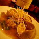 フランス家庭料理  グランダミ - 季節の食材もふんだんに!!写真は北海道のタラ白子と愛知のハマグリのブレゼ