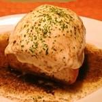 美食好房 かくれ庵 - モッツァレラチーズのトースト~焦がしバターソース~