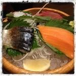 土間土間 - 刺身の盛り合わせ マグロ、サーモン タコ、サバ かな?