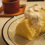 cafe doudou - キャラメル・シフォンケーキ
