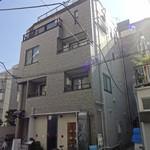22246565 - 東麻布の路地裏、4階建てマンションの1階