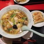 22249760 - 広東麺750円とミニ餃子250円