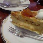 キャトル - ランチセットのケーキはトレイを見て、好きなのを選べます。