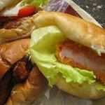 ルウブル パン工房 - ハンバーガー260円、えびカツバーガー260円、くるみパンの唐揚げサンド160円