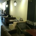 カフェ エストレア - 奥に広がる店内☆ソファばかりのリラックス空間♡*
