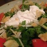 久高 - 春菊とポーチドエッグのサラダ