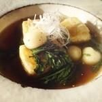 カフェこたつ - 春菊と白玉の揚出豆腐(¥680)