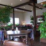 カフェ・ノビロ - 落ち着いた店内