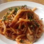オステリア - 牡蠣とベーコンのスパゲティトマトソース