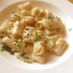 オステリア - 胡桃と松の実のペーストのソースのリガトーニ