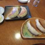 旬菜中華工房 - なかなか大ぶりの餃子二種が出てきました。
