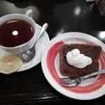 22267304 - セットのデザートと紅茶
