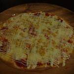 22274827 - 薄焼きの綺麗で美味しいピザでした。