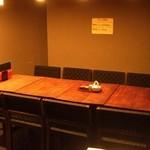 GYOZA BAR 杏っ子 - ご予約頂ければ 8名様まで OK のテーブル席