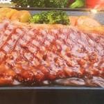 ベルベル ソル - 料理写真:当店特選メニュー!和牛サーロインステーキ!歯ごたえはまろやか。ジューシーに美味しくいただけます。単品200g(\2,800)。