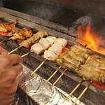炭火焼鳥あずま - 備長炭で丁寧に焼く国産鶏は肉の旨味をしっかり味わえる