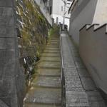 南町テラス - 道順④この階段を上ると神社に行くので、見るだけにしてください。