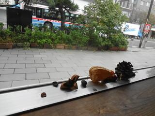 朝食屋コバカバ - 道行く人を眺めながらの朝ご飯
